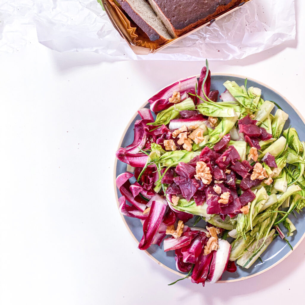 Summer meal: chicory and green salad with cured meat and walnuts