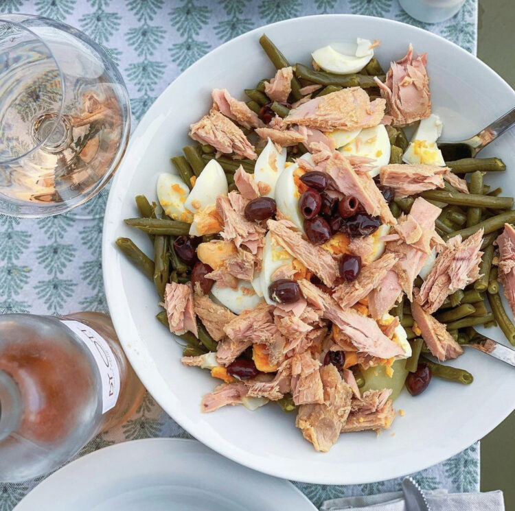 Nicoise salad with tuna, green beans and olives