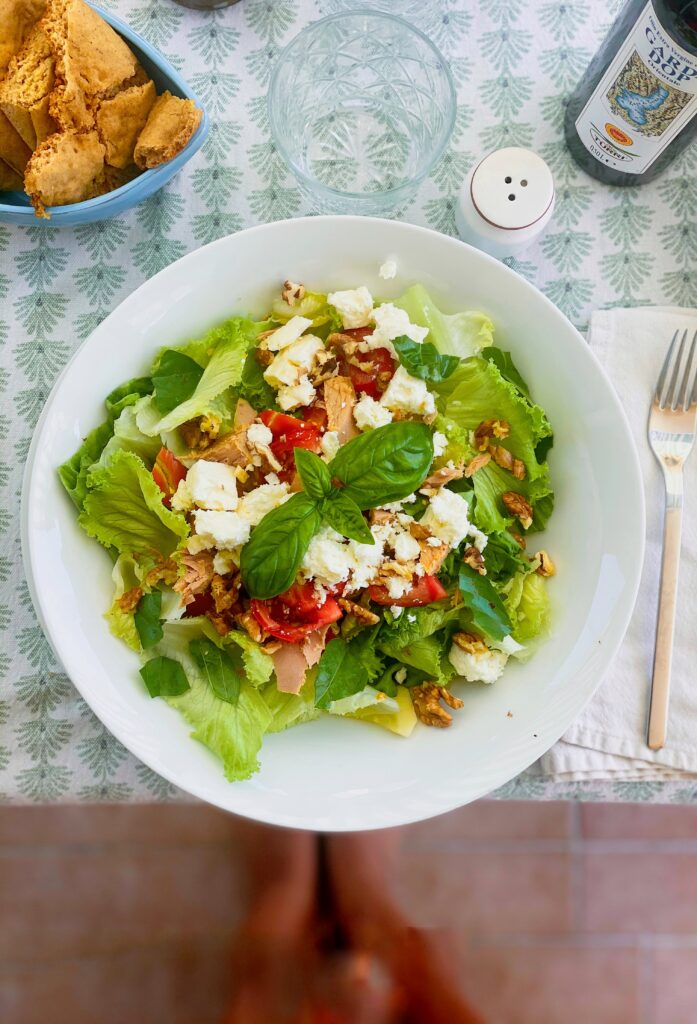 Green salad with tomatoes, capers, fresh cheese